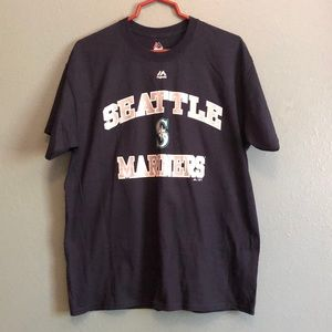 Seattle Mariners T-shirt.